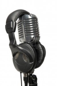 8011087-vintage-studio-microphone-with-a-pair-of-modern-headphones