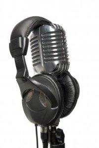 8011087-vintage-studio-microphone-with-a-pair-of-modern-headphones